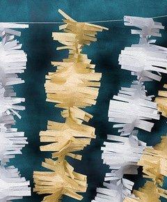 Fabriquer une guirlande festive en papier crepon 5