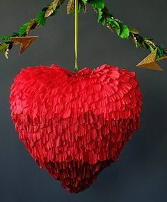 Crepe heart pinata 0009