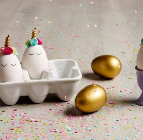 Unicorn eggs holders falling confetti 48e42119