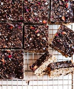 No bake chocolate tahini oat bars 19