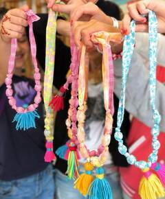 Group necklace blur