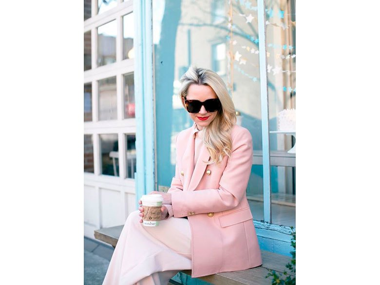 Chic and girlish rose quartz outfits for spring 19