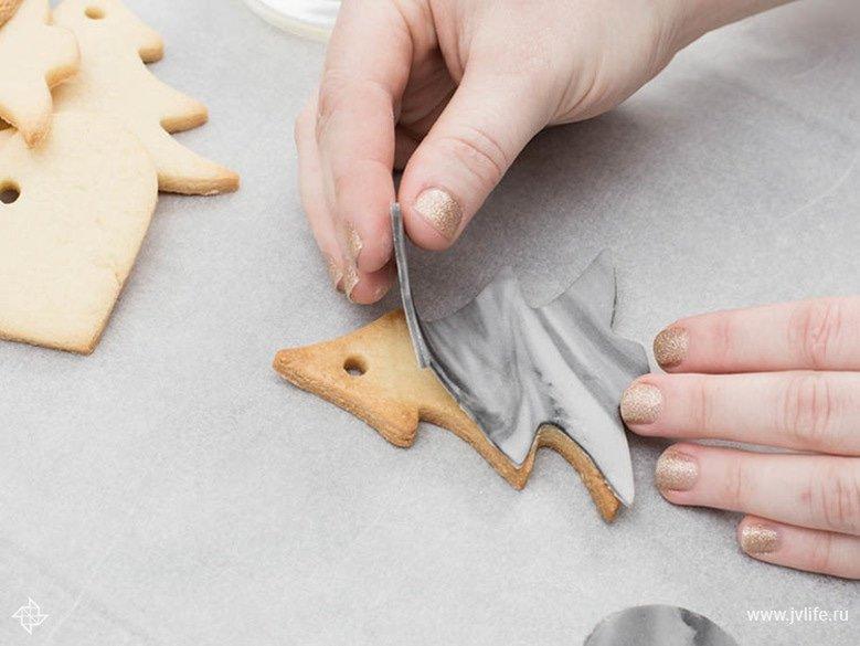 Faire des etiquettes cadeaux marbrees dorees en biscuit 06
