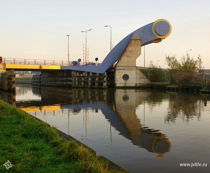 Slauerhoffbrug %e2%80%98flying%e2%80%99 drawbridge by hindrik 2