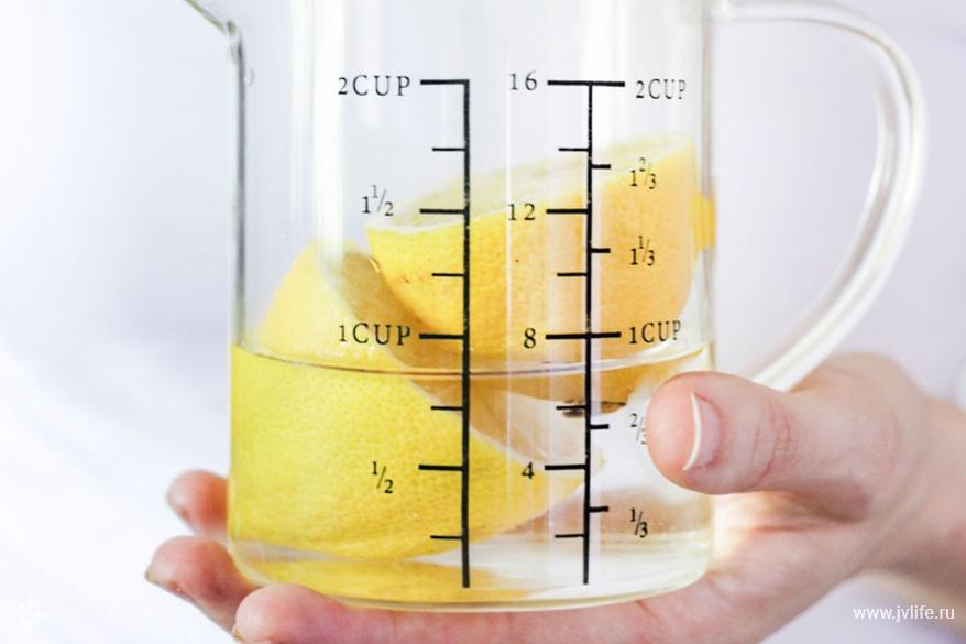 Clean microwave with lemon 2