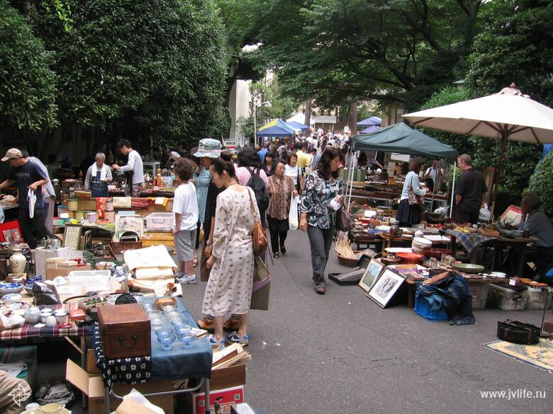 Ogo shrine flea market