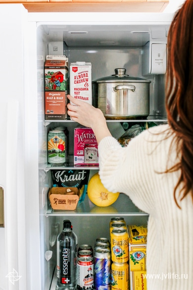 How to deep clean your refrigerator 3