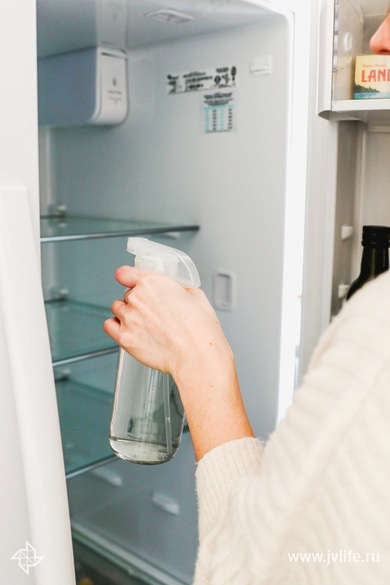 How to deep clean your refrigerator 5